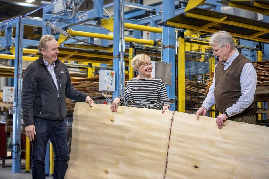 Vanerintuotannon tulevaisuus tehdään pitkälle automatisoiduilla tuotantolinjoilla